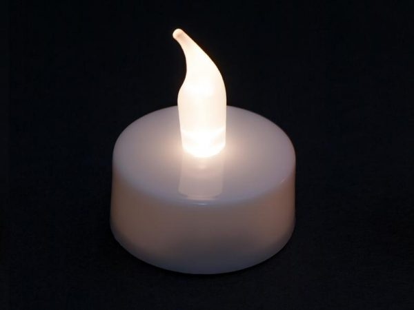 شمع LED شناور روی آب